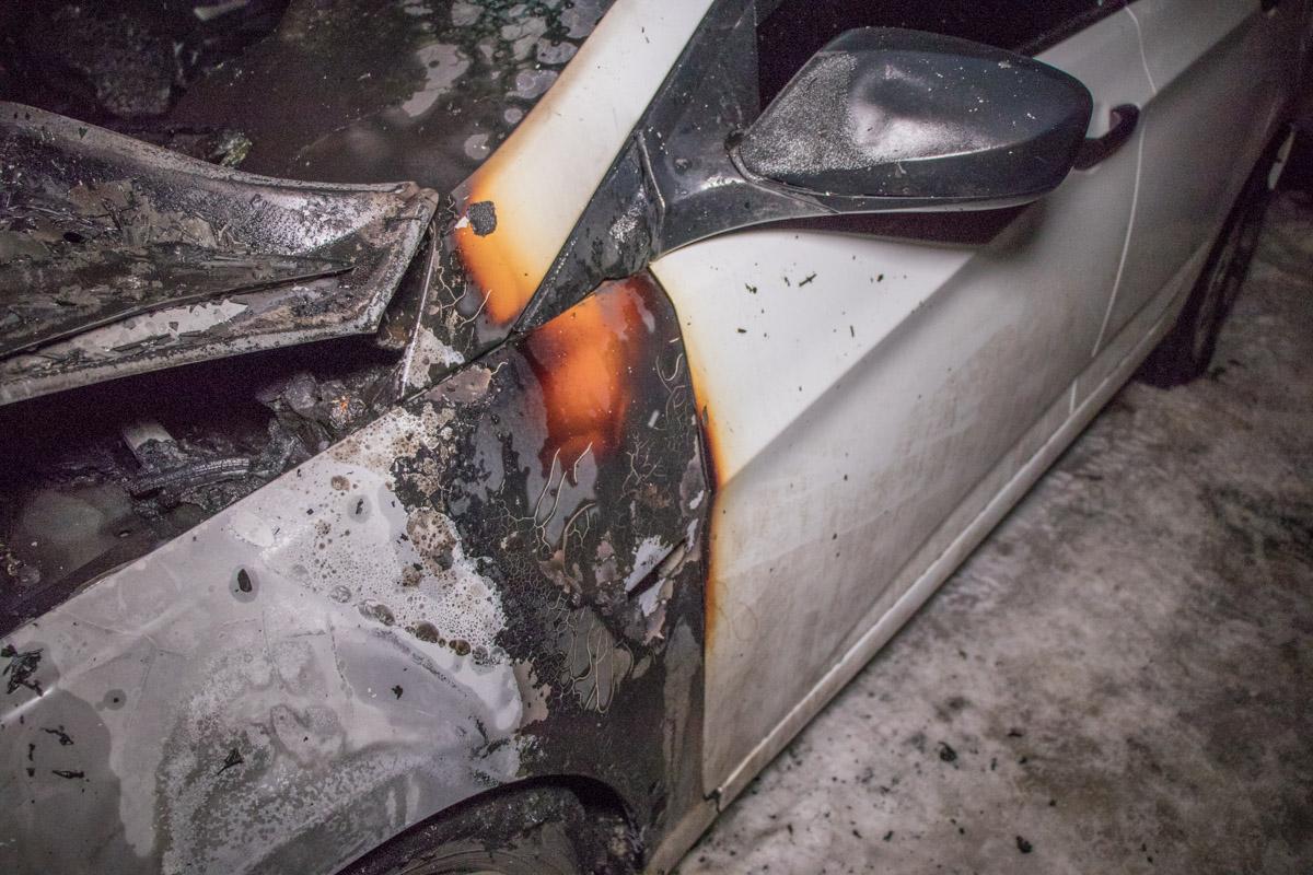 Заднюю часть машины огонь не задел