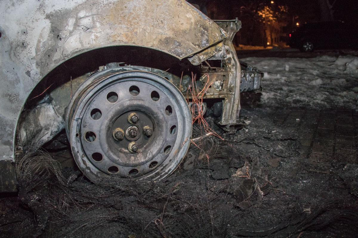 Правое колесо выгорело