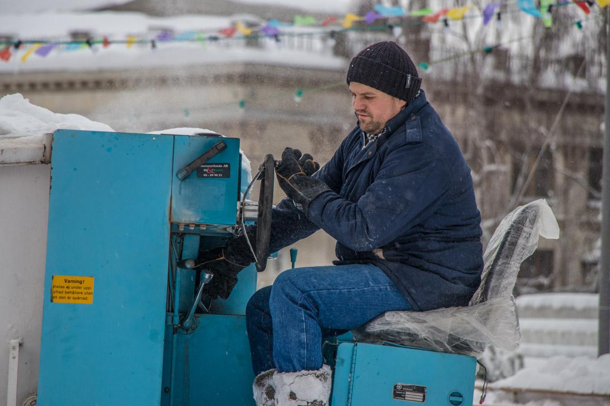 Главное, надежно защитить сиденье от снега