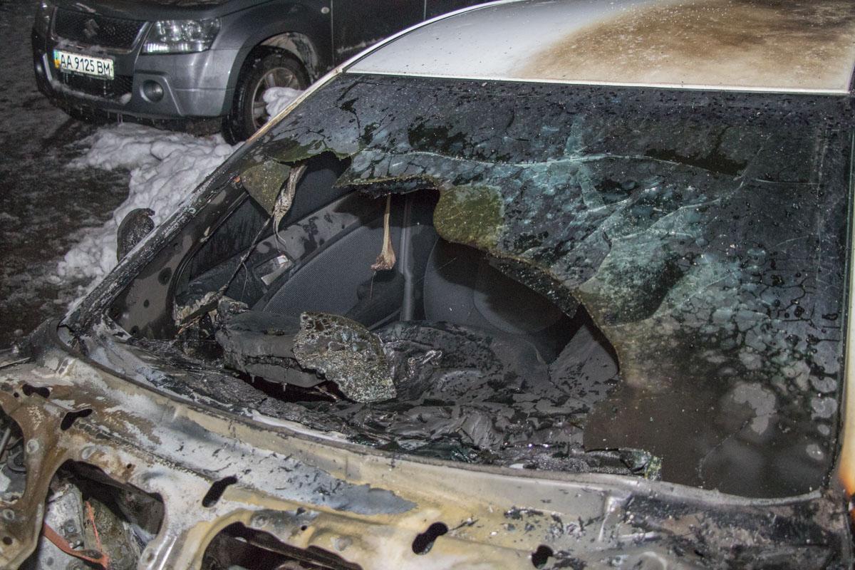 Машина выгорела за считанные минуты