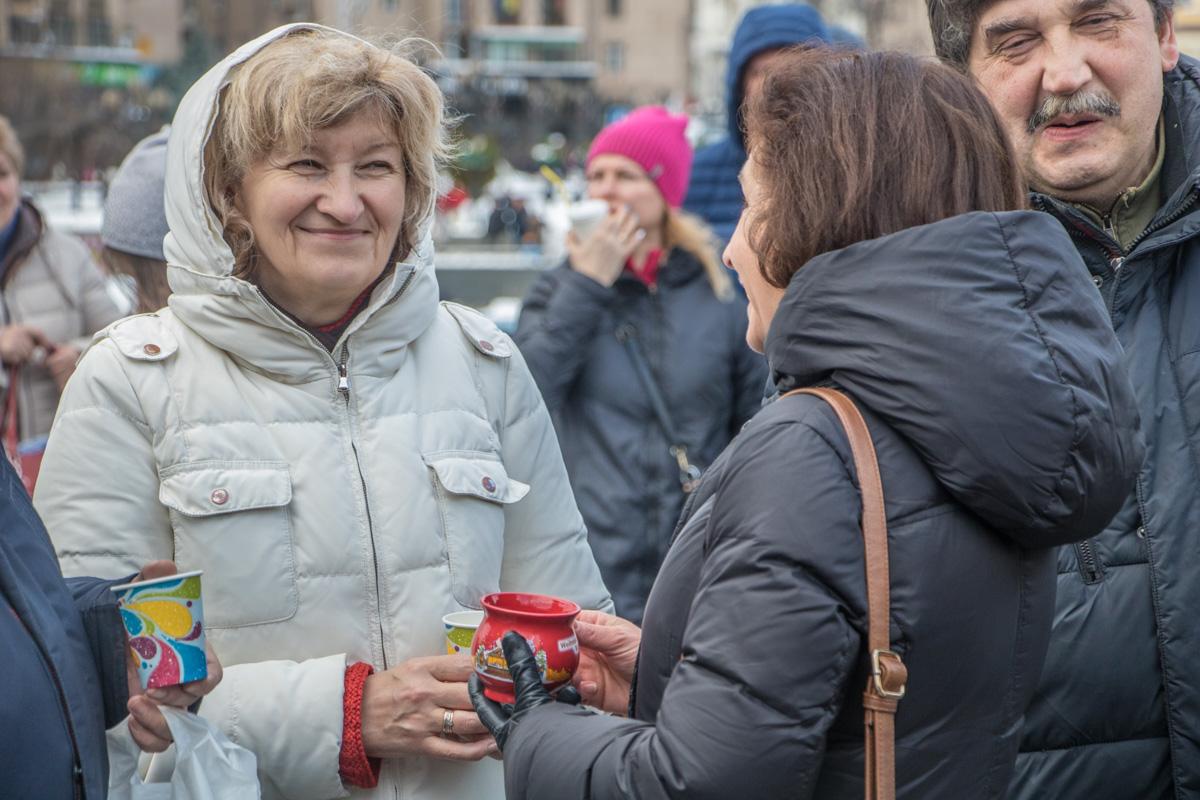 """Возмущенные """"маршами Саакашвили"""" пришли на акцию поддержать Президента Украины"""