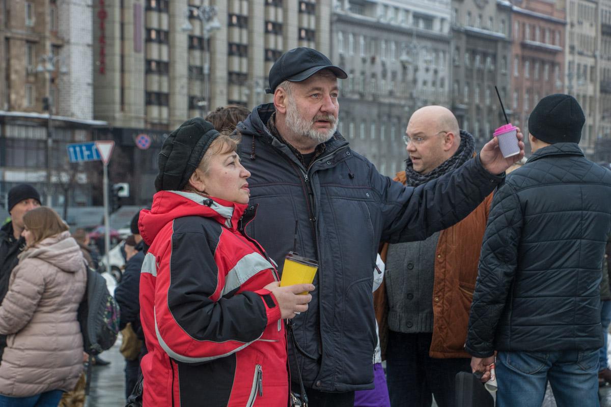 """Организаторы акции """"Кофе на Крещатике"""" принесли с собой конфеты Roshen и обсуждали подвиги Президента"""