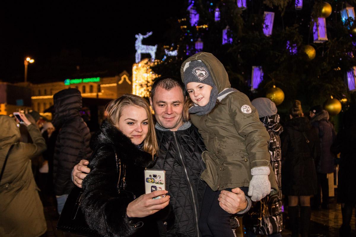 Много желающих было сфотографироваться у главной елки страны