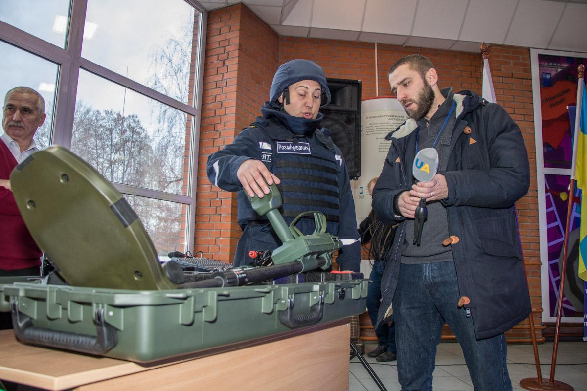 Спасатели демонстрируют новую технику