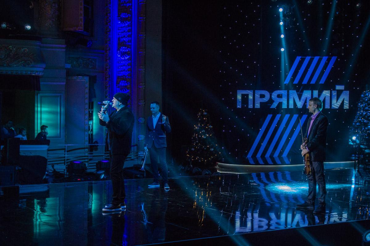 Солист группы Братья Карамазовы исполнил на концерте несколько хитов коллектива