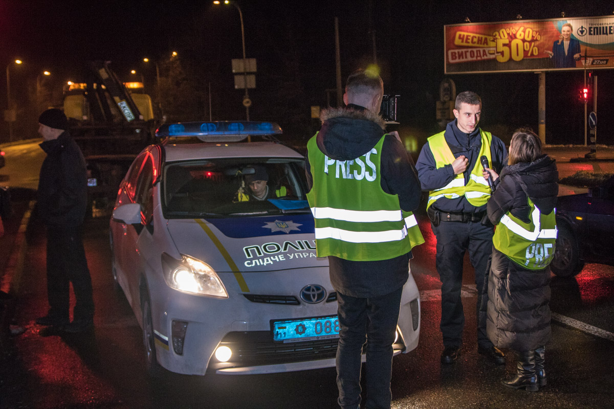 На место происшествия приехала патрульная полиция и следователи
