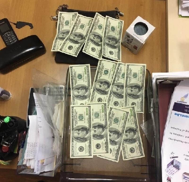 В Киеве директор ООО требовала от предпринимателя взятку - 1200 долларов