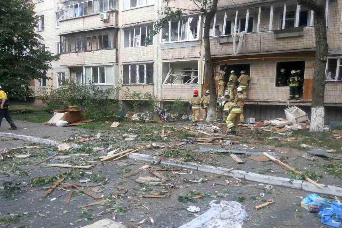 На улице Бурмистенко, 12 прогремел сильный взрыв в жилом доме