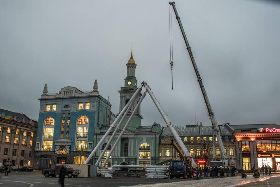 Колесо обозрения привезли из Парижа, его диаметр - 43 метра