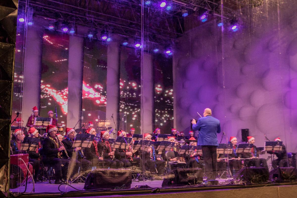Музыканты Киевского муниципального духового оркестра создали волшебную атмосферу на площади