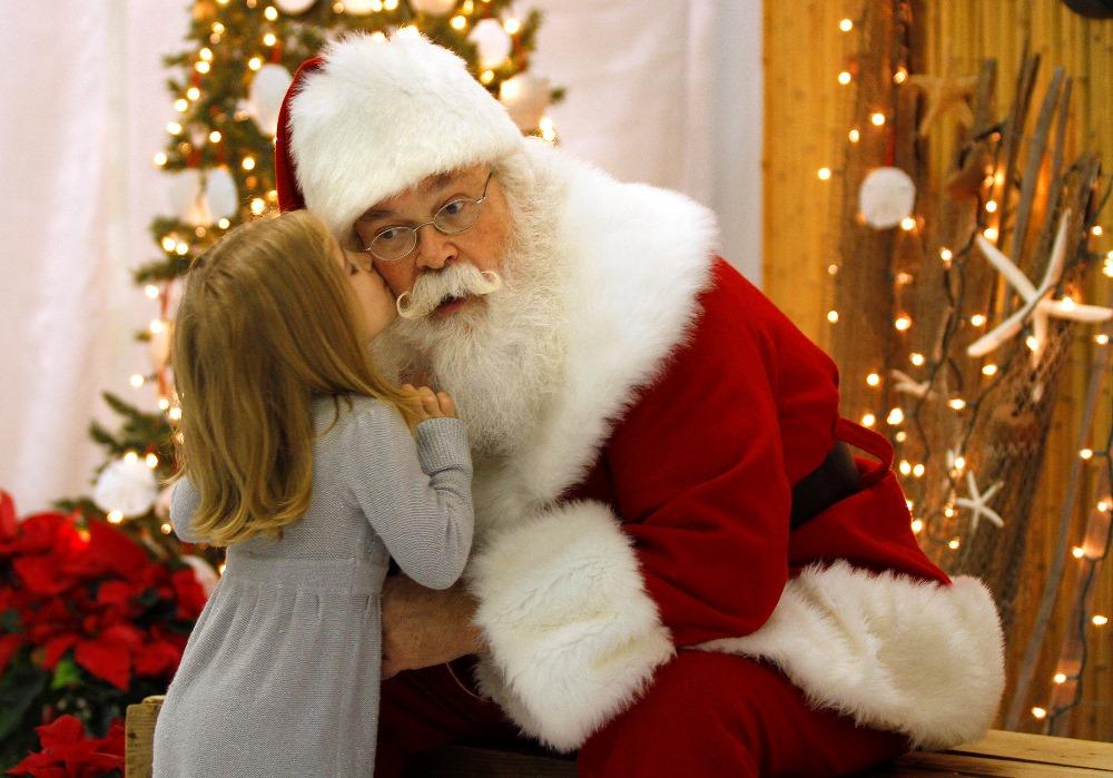В городке на Печерске деток ждет Санта-Клаус