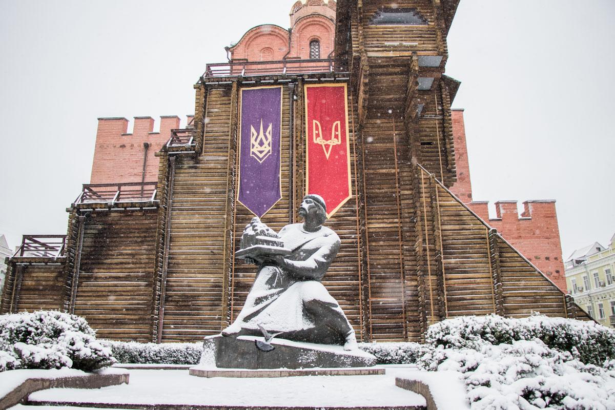 Ярослав Мудрый охраняет Киев даже в непогоду