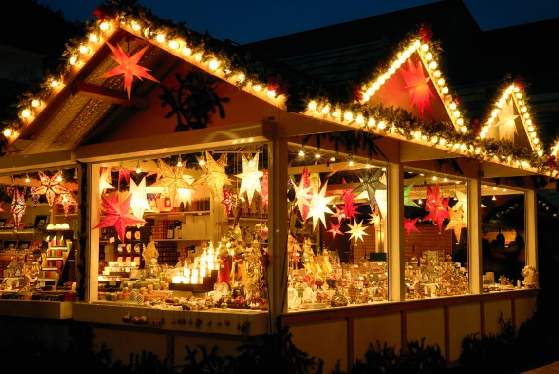 На всех новогодних ярмарках в Киеве можно будет купить милые сувениры и сладости