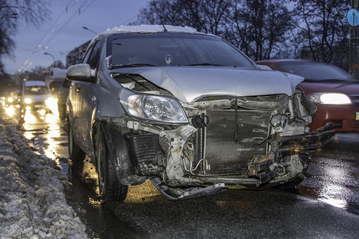 Водитель авто ZAZ нарушил правила дорожного движения и спровоцировал аварию