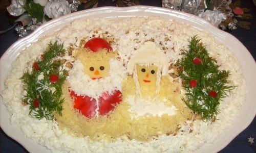 Салатновогодний с курицей и бананом «Под елочками»