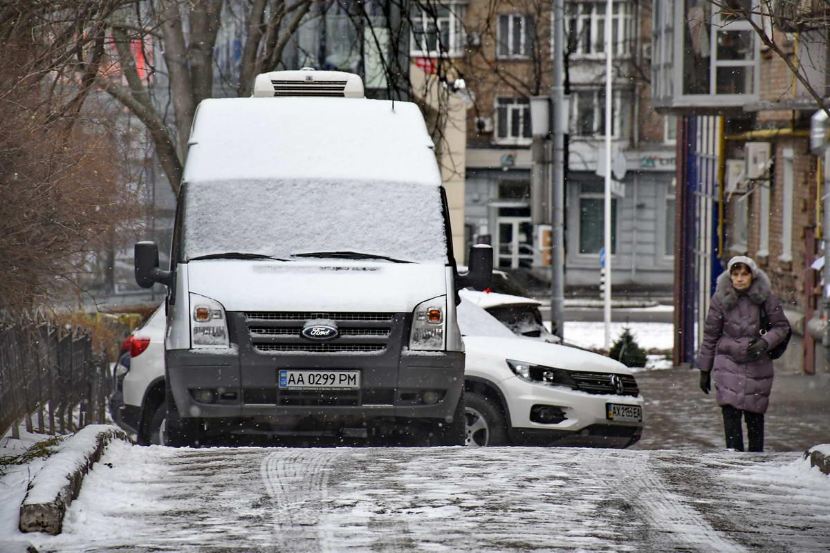 Все утро в Киеве шел снег
