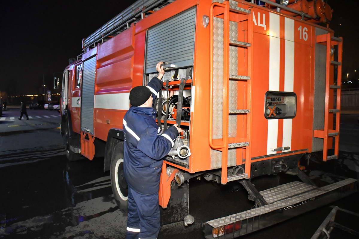 На место пожара выехали 8 единиц основной и специализированной техники
