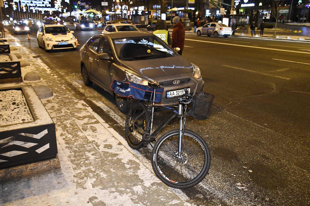 У Hyundai Accent небольшие повреждения заднего бампера