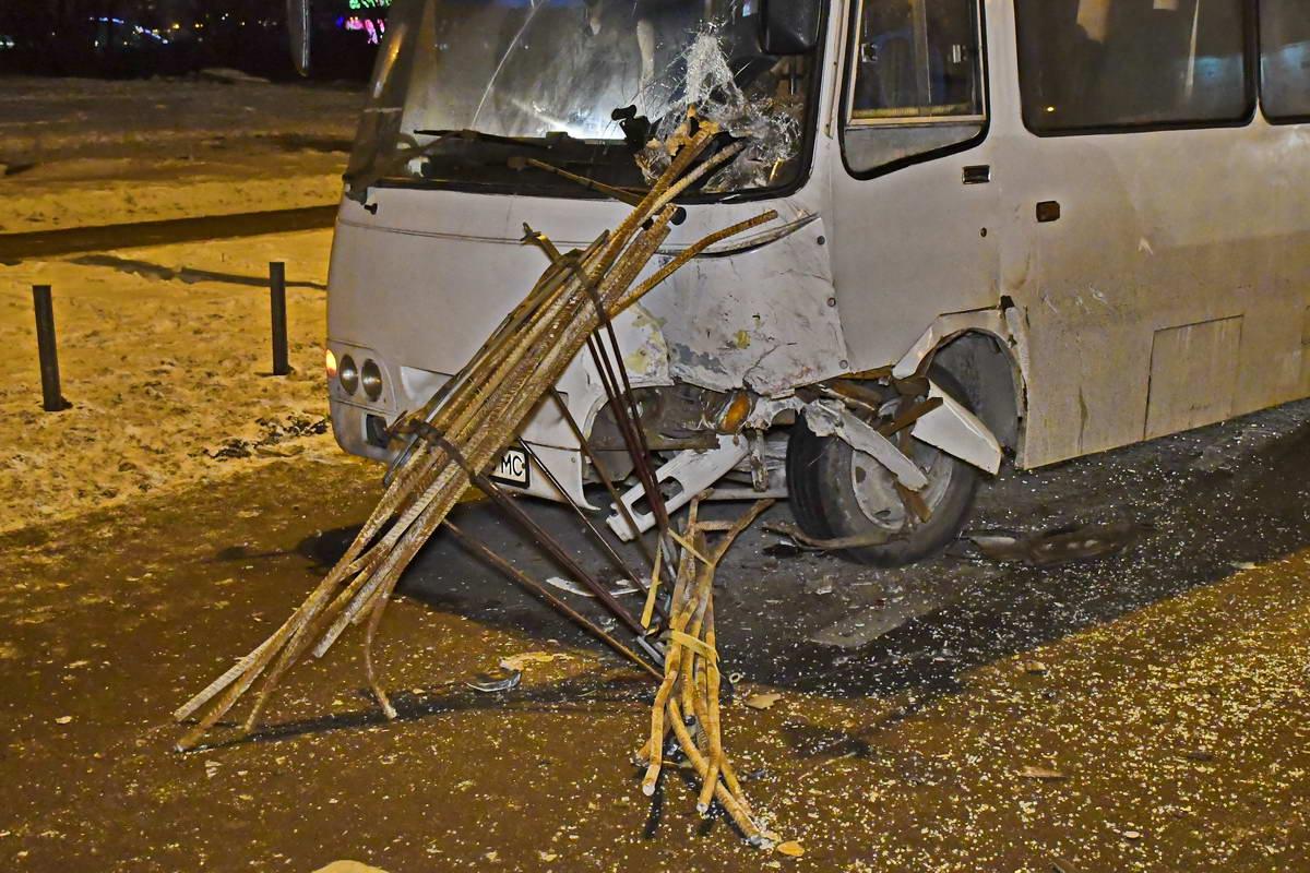Водитель маршрутки и ее пассажиры не пострадали