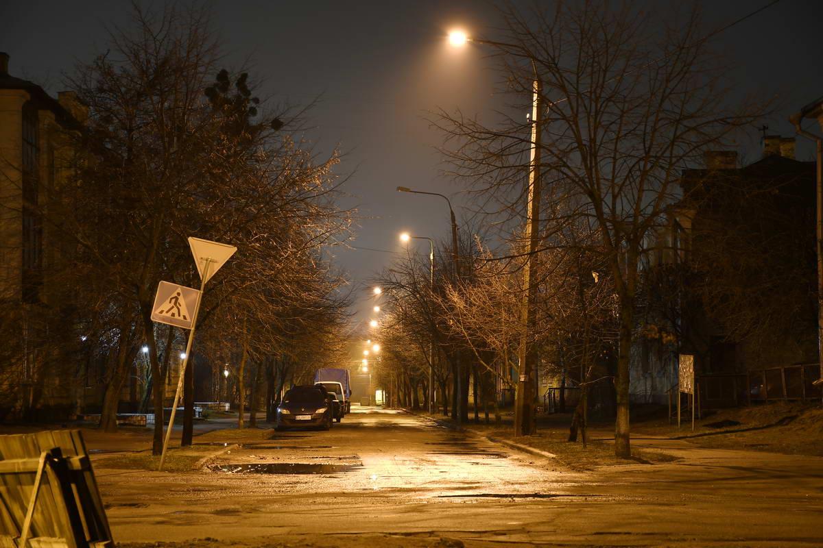Ночной город как будто замер в ожидании утра