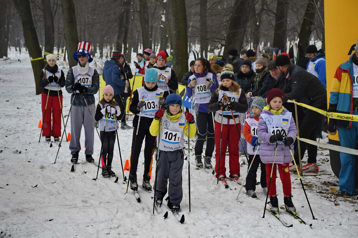 Дети открывали гонку