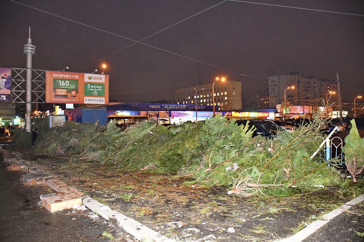 На Оболони красавицы погибают между двумя торговыми центрамиDream Town