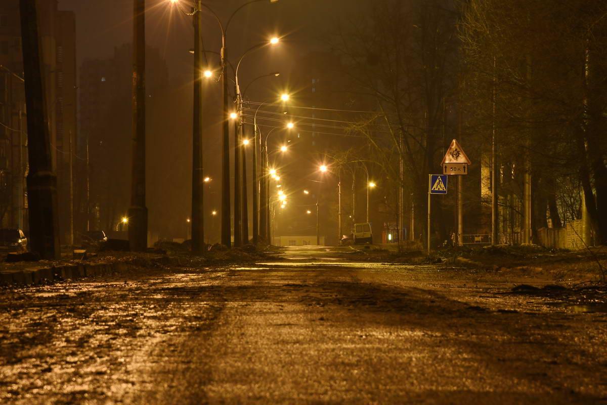 Жизнь в этом районе замирает с приходом темноты