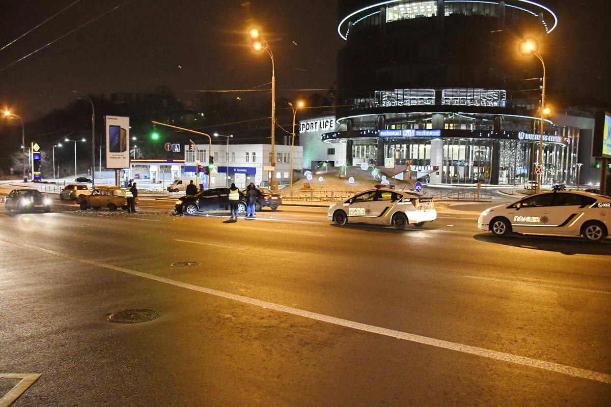 К месту столкновения прибыли две бригады полиции