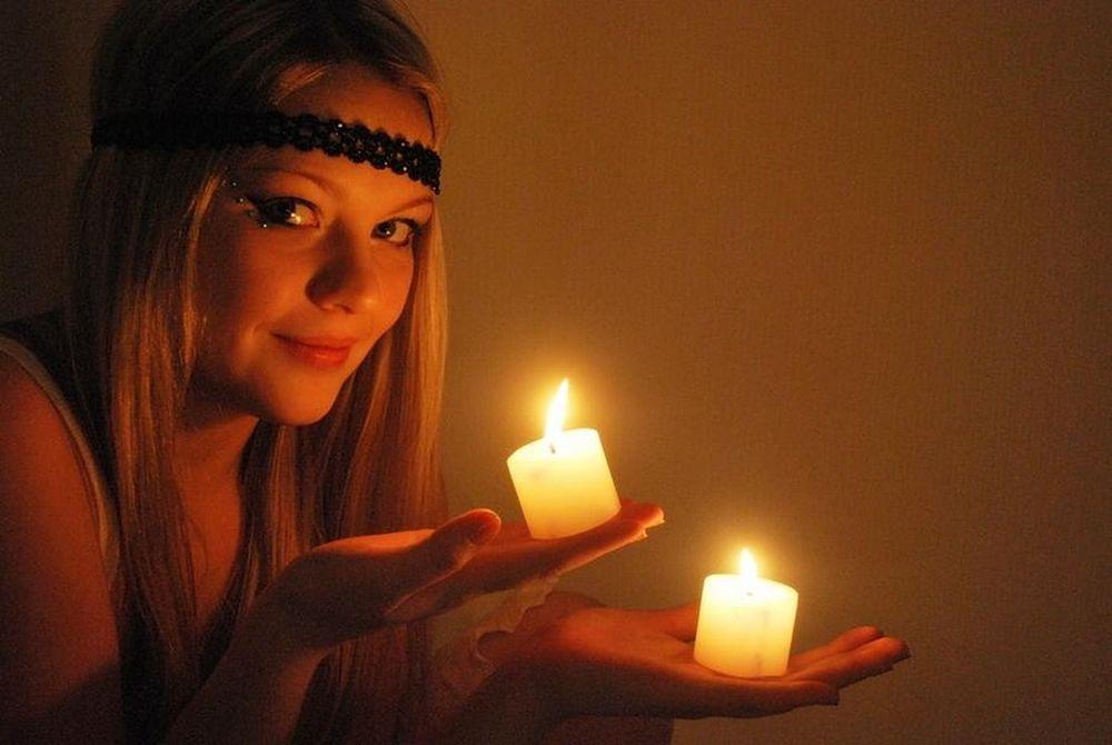 Узнать, когда выйдешь замуж можно с помощью свечей