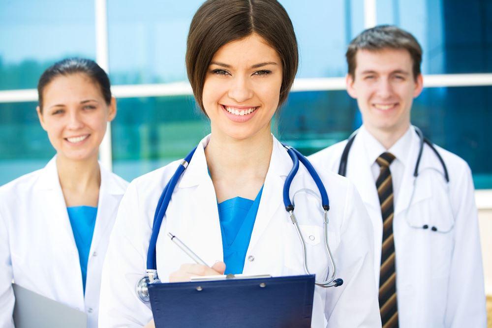Для медиков установили минимальный проходной балл по профильному предмету