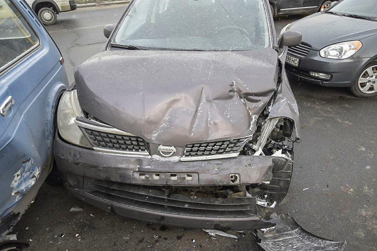 """Столкновение """"Нивы"""" и Nissan случилось уже на третьей полосе, возле отбойника"""