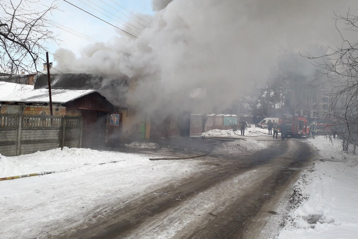 В Киеве загорелась ветклиника