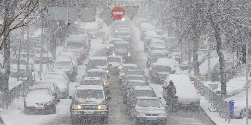 Движение было ограничено на дорогах из-за снегопада