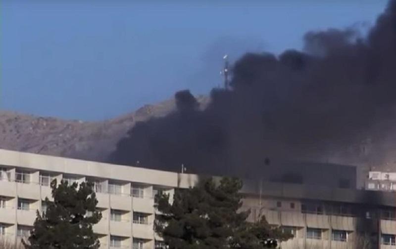В столице Афганистана террористы расстреляли посетителей отеля