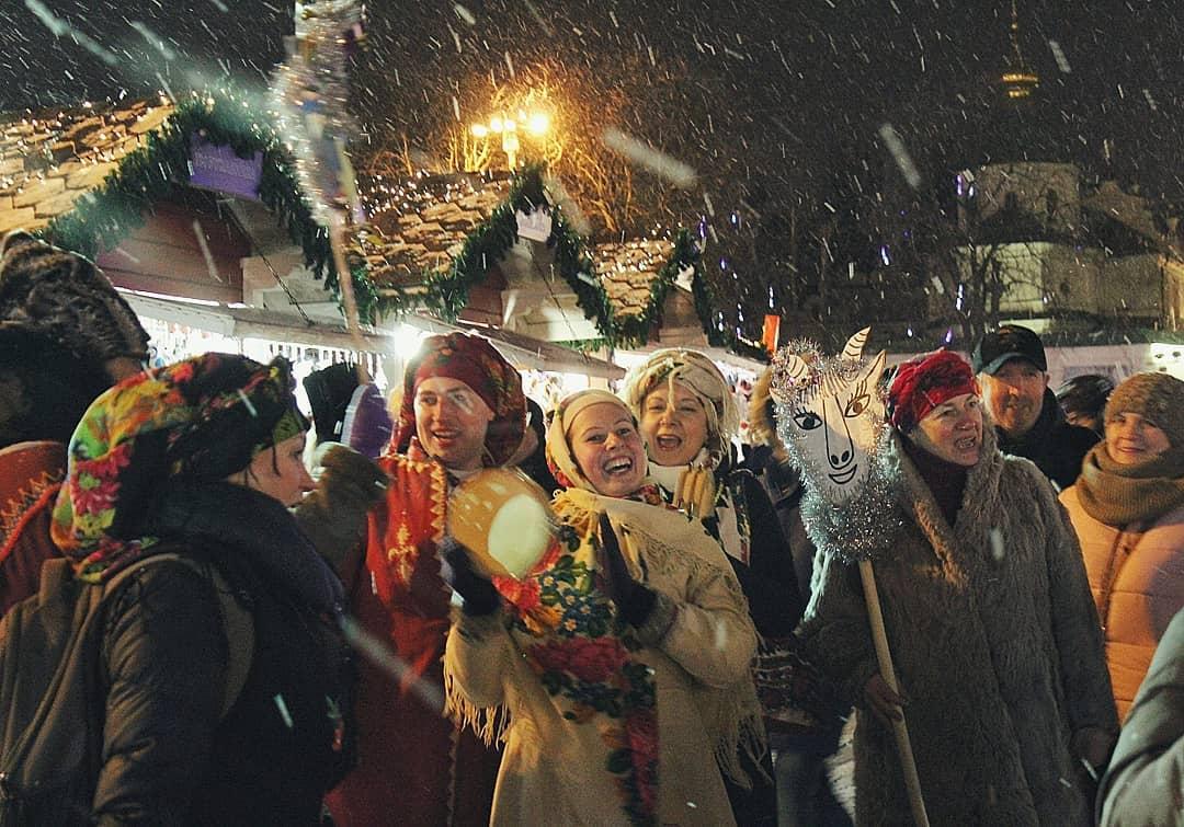 Вот так водили козу на Маланку киевляне на Софийской площади, фото: iv_piana