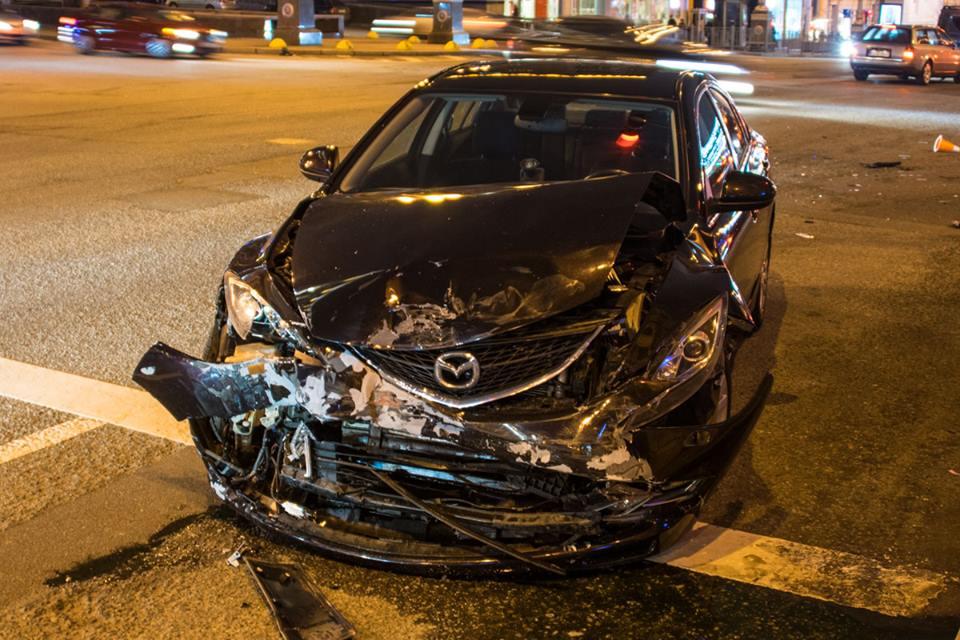 В центре Киева столкнулись Mazda 6 и Nissan Qashqai