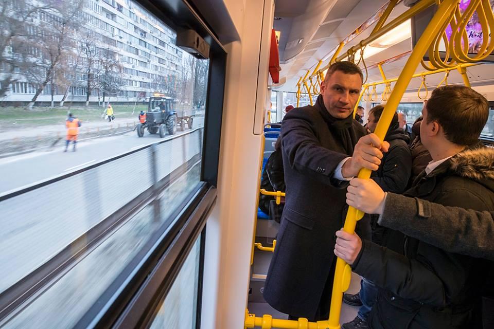 Вместе с Кличко в новом трамвае проехались журналисты