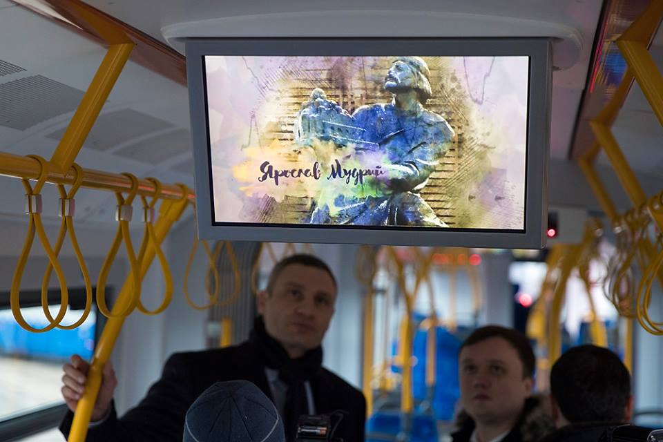 Также здесь установлены экраны, где показывают историю известных украинцев