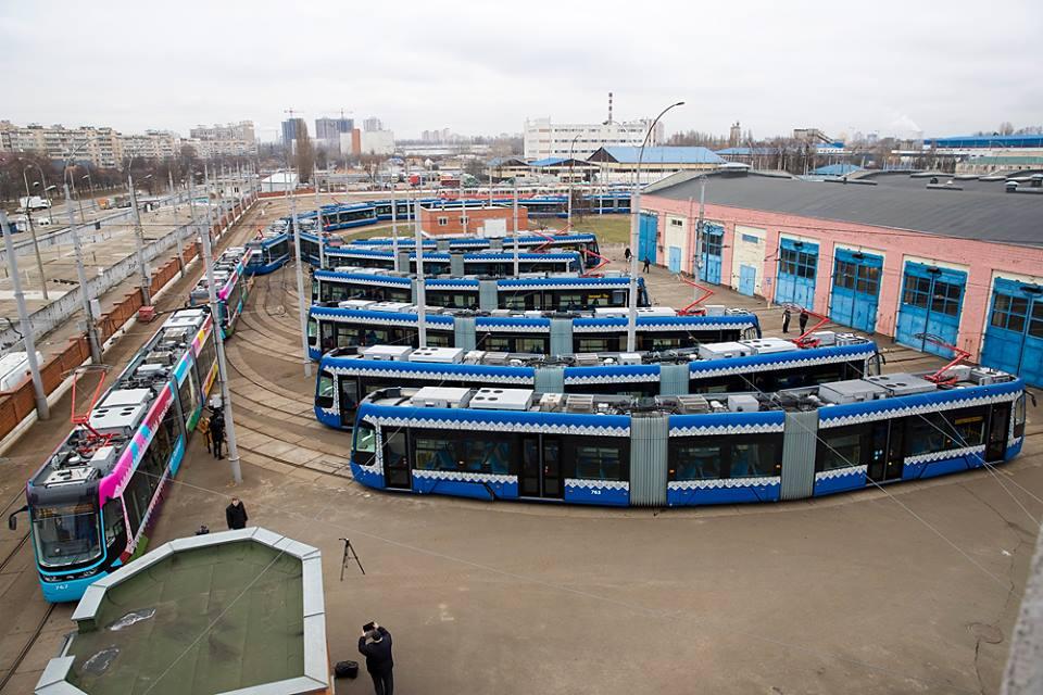 А это целое трамвайное депо нового общественного транспорта