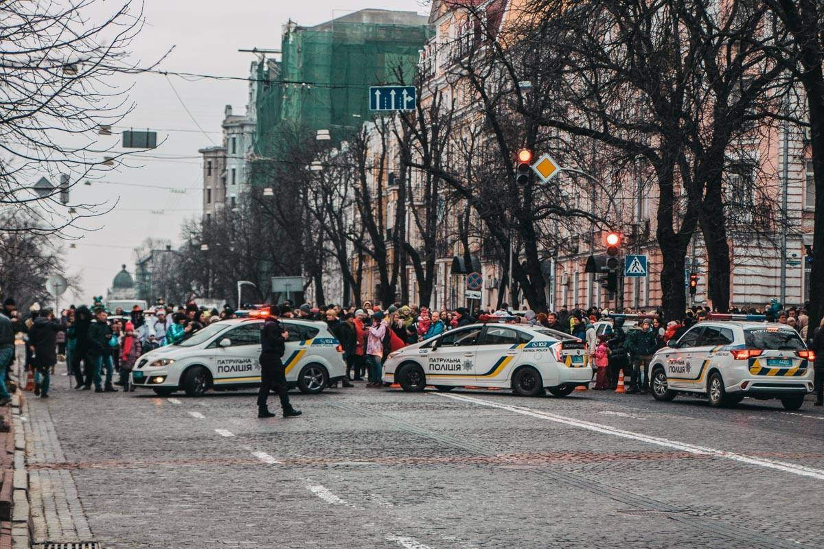 Деток катали на Владимирской улице