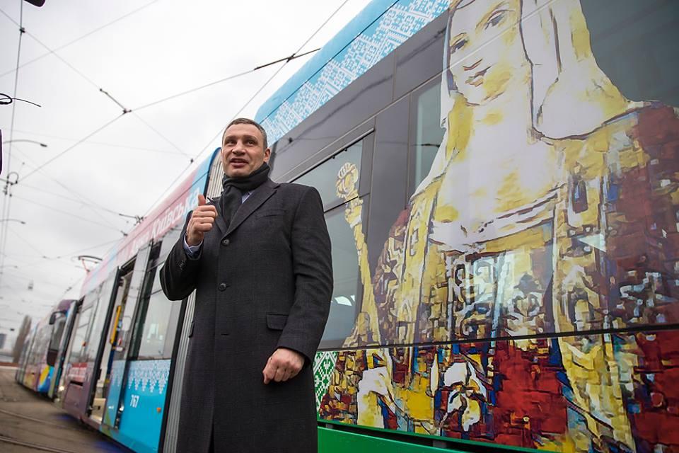 На многих трамваях изображены известные личности в истории Украины