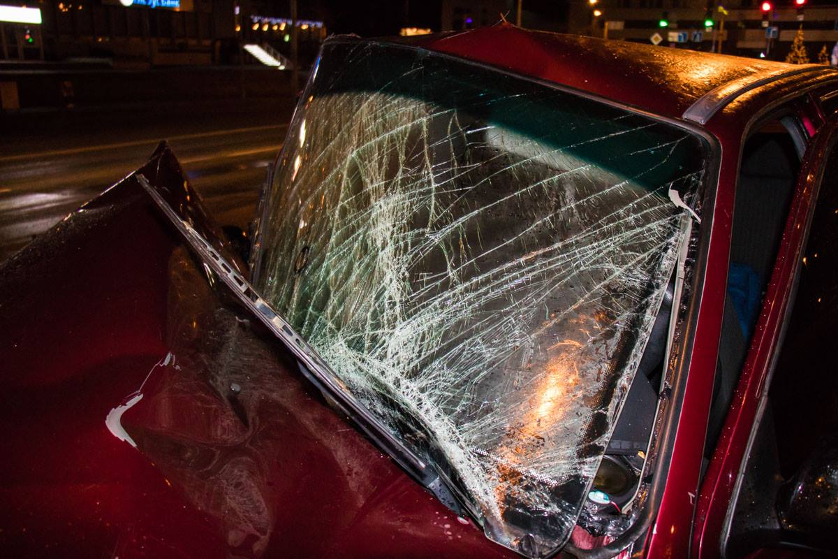 Лобовое стекло полностью разбито