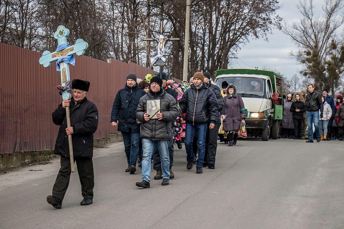 Провести Ноздровскую в последний путь пришли десятки людей
