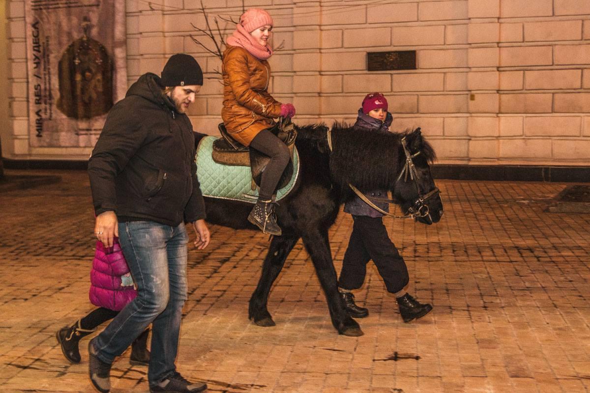 Кто-то катается в центре Киева на пони