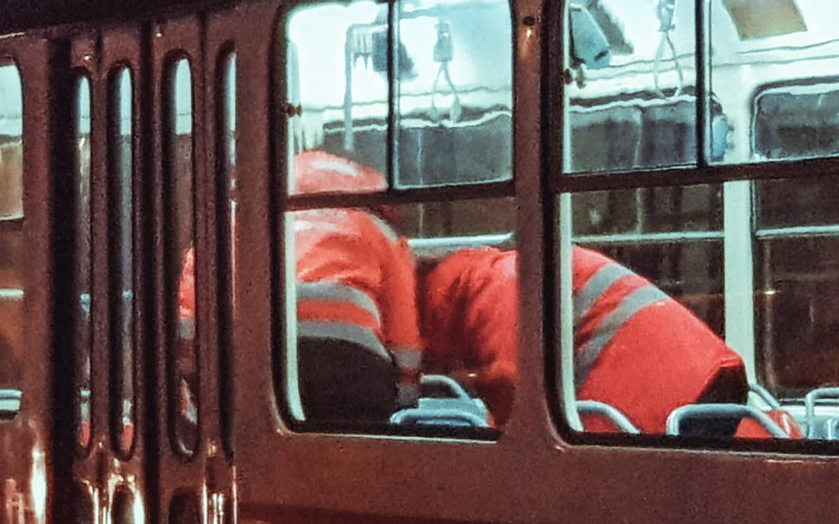 Мужчина потерял сознание в трамвае