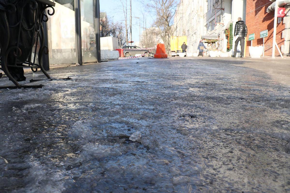На улице Мазепы была повреждена труба диаметром 200 мм