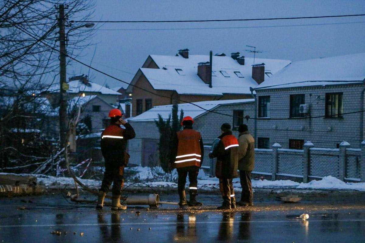 На месте работала патрульная полиция и коммунальщики, которые восстанавливали электроснабжение