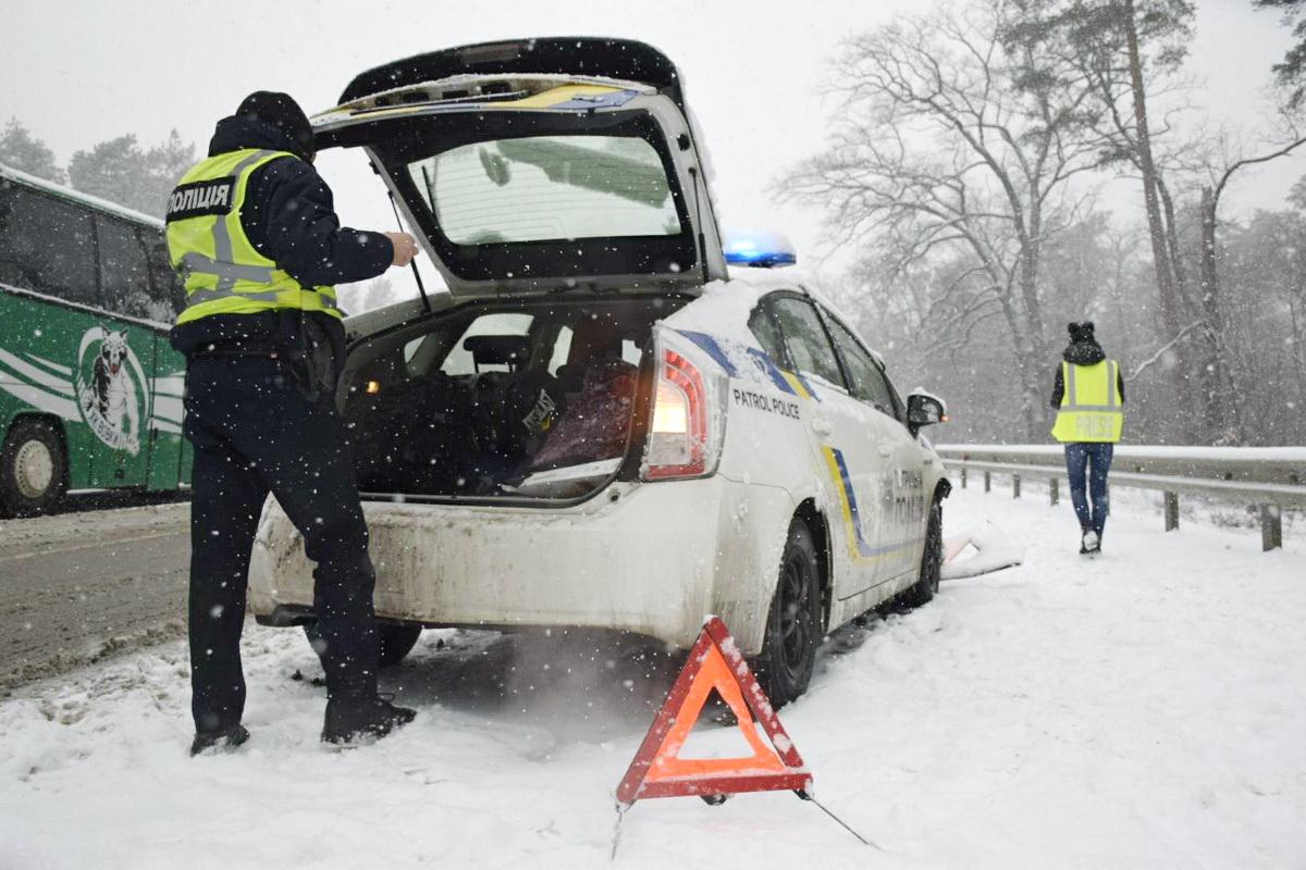 На месте аварии работают полицейские