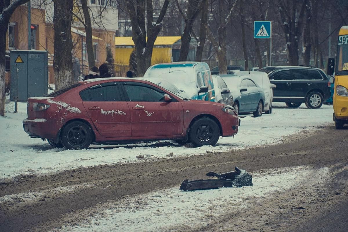 Предварительно, Mazda пыталась развернуться в неположенном месте, из-за этого и случилась авария