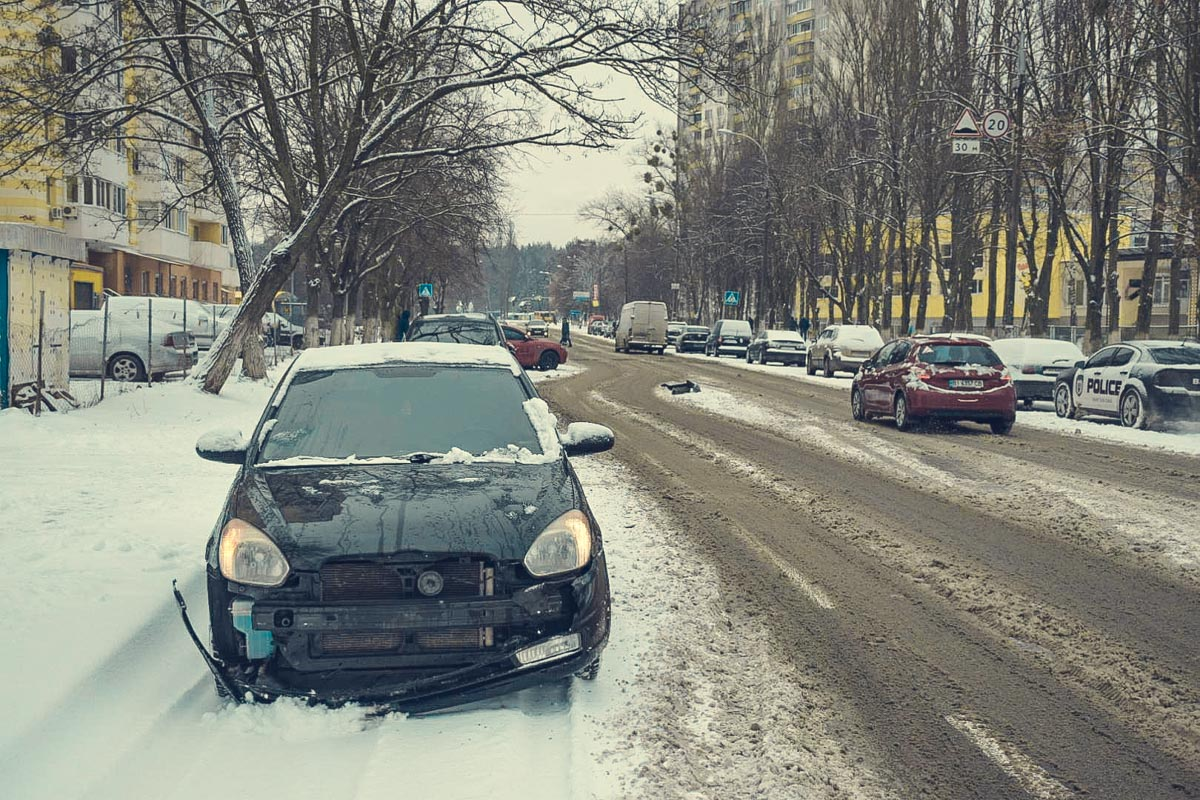 На улице Наумова столкнулись два авто